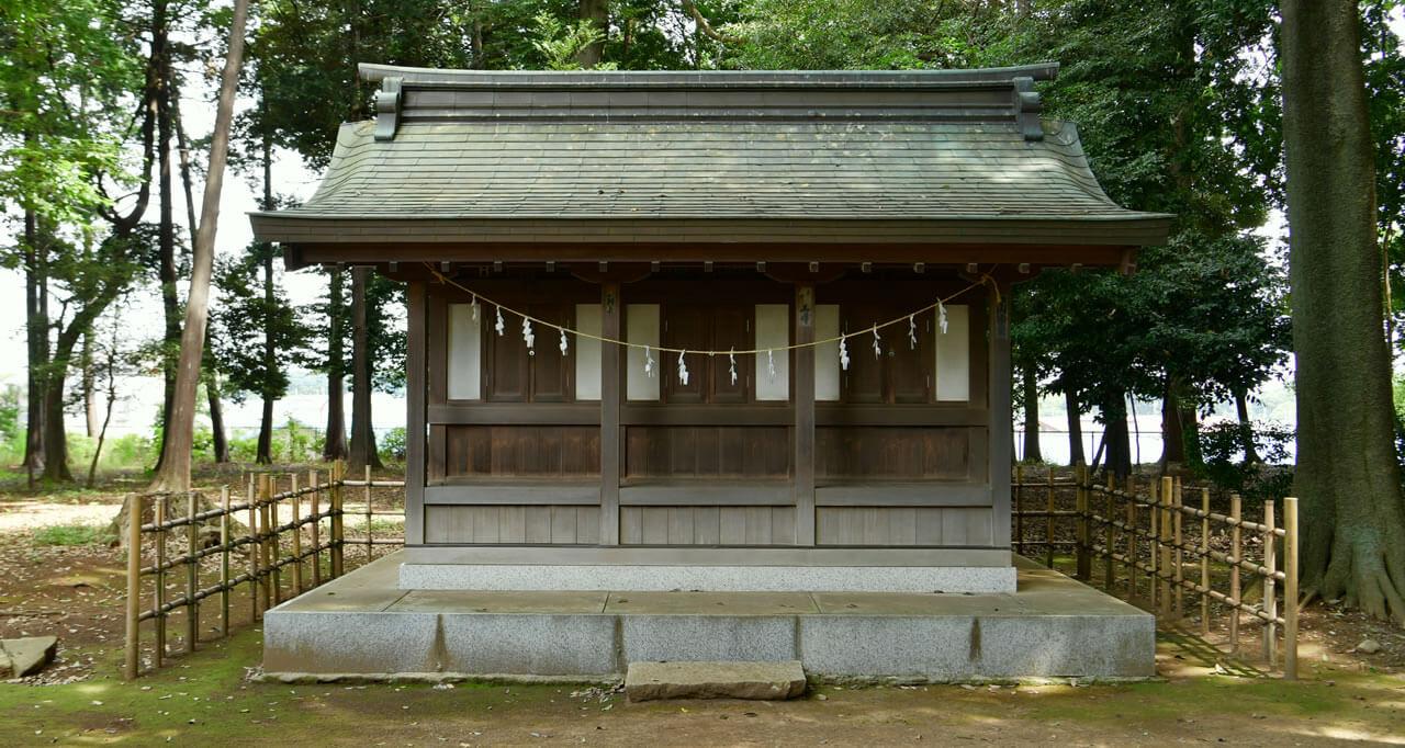 日枝社(左)神明社(中央)白山社(右)